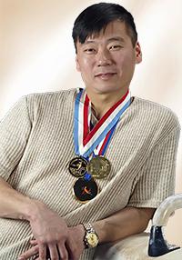 Кан Андрей Яковлевич Мастер спорта Международного класса ( МСМК ) от 30.11.1990Г.  Чемпион Всемирной Универсиады в командном первенстве - упражнения на брусьях ( 1991 г. )  Чемпион Европы в командном первенстве ( 1994 г. )  Бронзовый призер чемпионата Европы в командном первенстве ( 1996 г. )  Участник Олимпийских игр ( Атланта 1996 г. )
